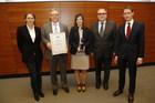 Übergabe des Pro-Curement Awards - v.l.n.r.: Prof. Dr. Birgit Ester, Thomas Kilimann, Madeleine Maier, Hans-Helmut  Heilig, Prof. Dr. Christoph Bode